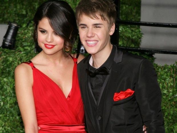 Justin-Bieber-with-Selena-Gomez-Wallpaper