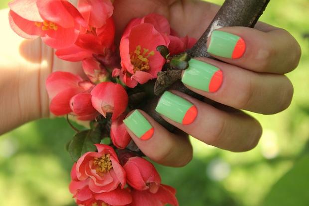 media-luna-neon-coewlesspolish-nail-art-decoracion-uñas-sencillo-fácil