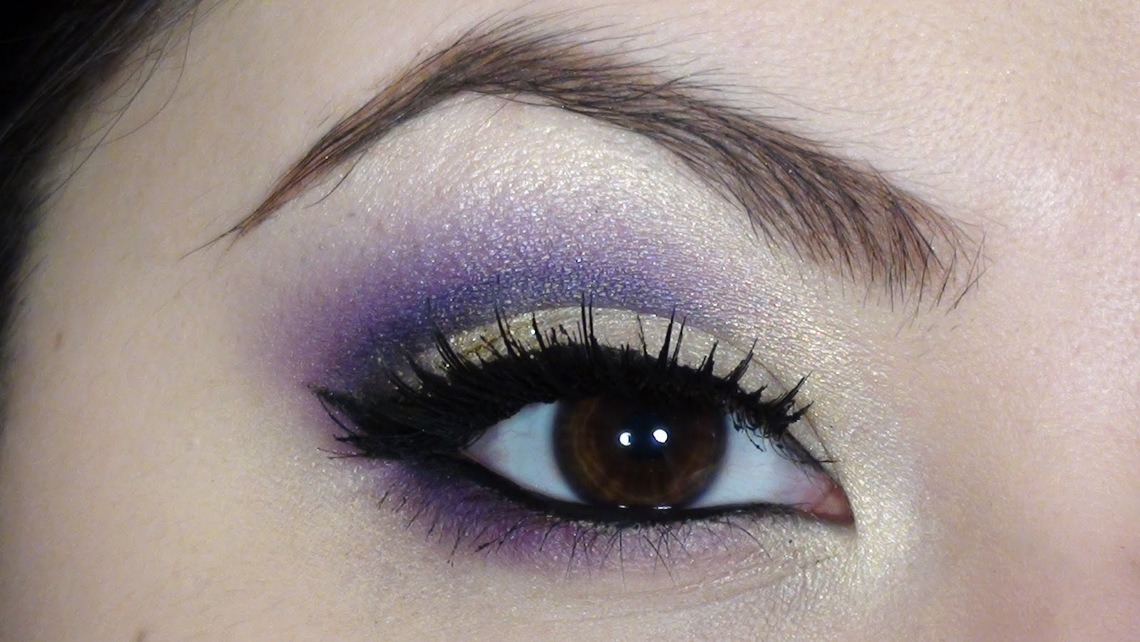 Resultado de imagen de maquillaje de ojos tonos morados
