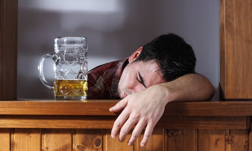 tomar-mucho-alcohol.jpg