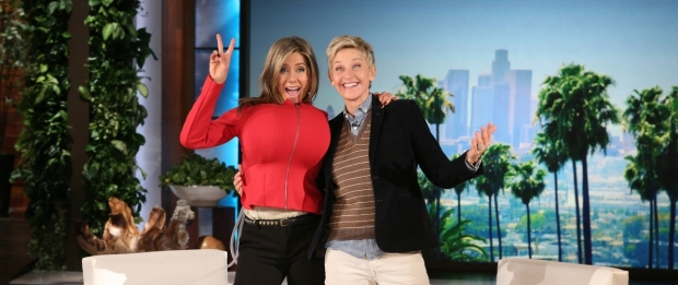 jennifer-aniston-huge-bra-on-ellen-03