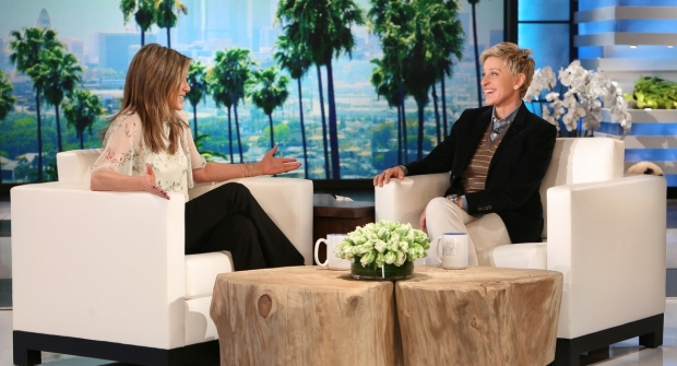 jennifer-aniston-huge-bra-on-ellen-06