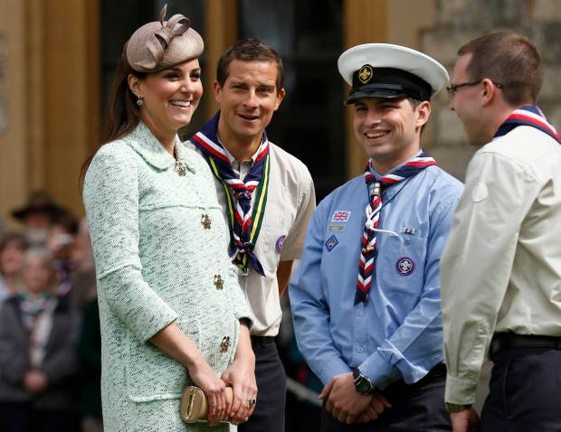 kate-middleton-pregnant-belly-scouts-windsor-042113-31