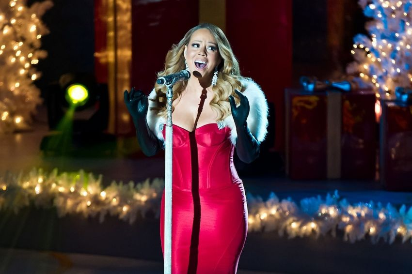 Mariah-Carey-attends-the-81st-annual-Rockefeller-Center-Christmas-Tree-Lighting-Ceremony