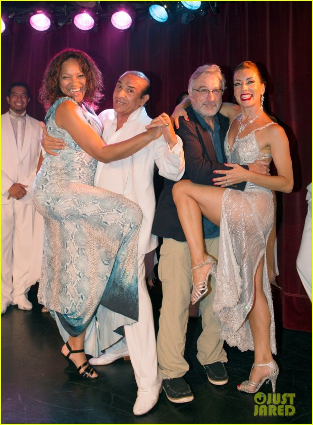 robert-de-niro-shows-off-his-tango-skills-in-buenos-aires-05