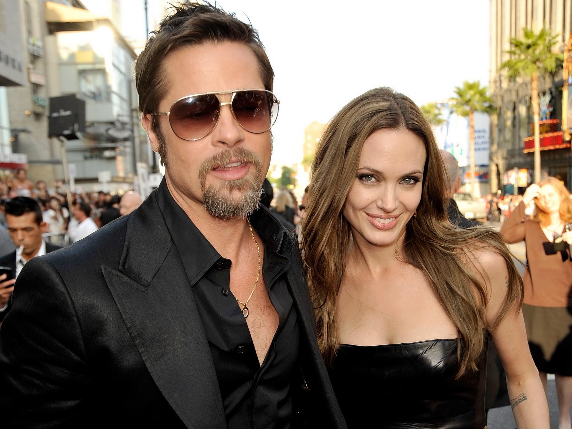 Анджелина Джоли  ajoliebiz